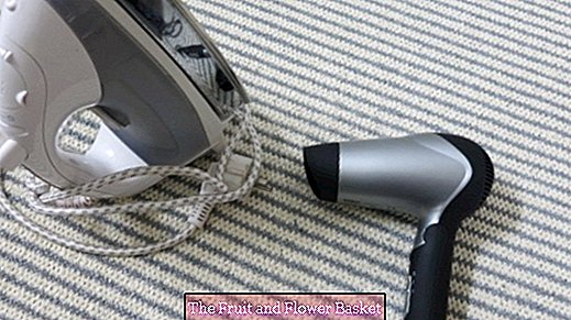 Ironing without iron - with a hair dryer