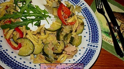Vegetable spaetzle pan with tuna