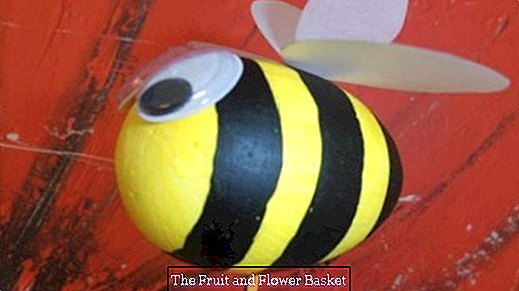 Making cute bumblebees as spring messengers
