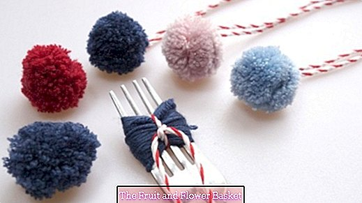 DIY Mini PomPoms DIY