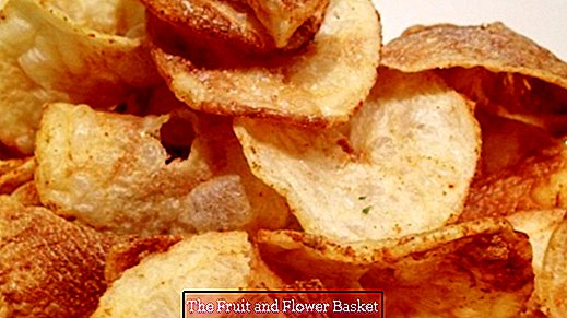 Crispy potato chips made by yourself