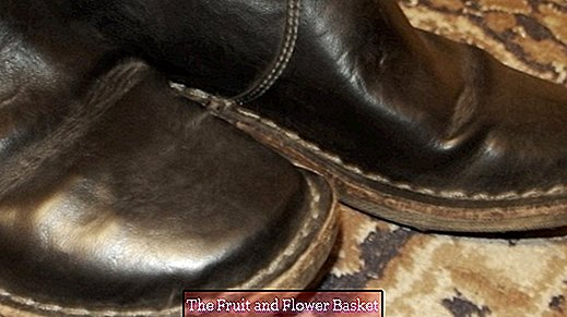 White spots on artificial leather boots by impregnation spray
