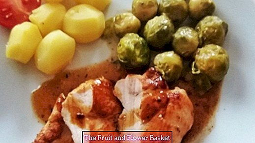 Chicken breast with Brussels sprouts and potatoes