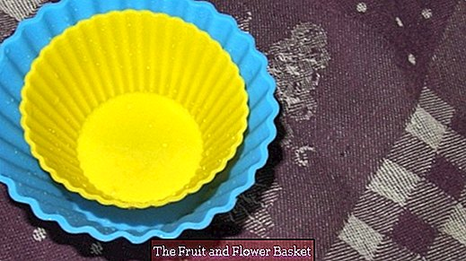 Clean silicone baking molds (fatty film): boil in salted water