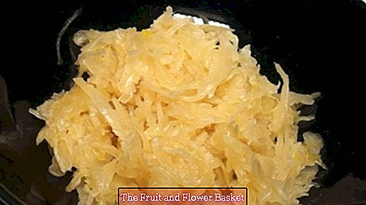 For the barbecue, serve raw sauerkraut raw with bratwursts