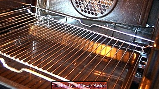 Clean the oven with shaving cream