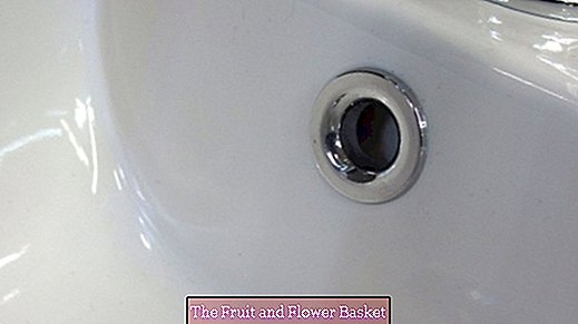 Prevent overflow on the sink with denture cleaner