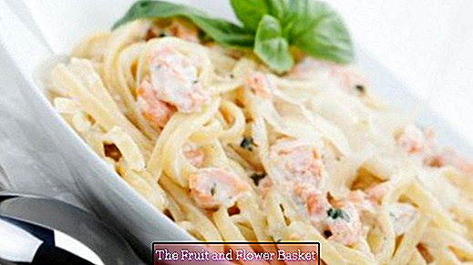 Spaghetti with salmon cream sauce