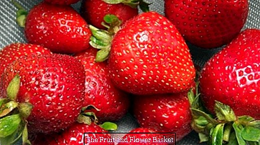 Store strawberries in the refrigerator correctly