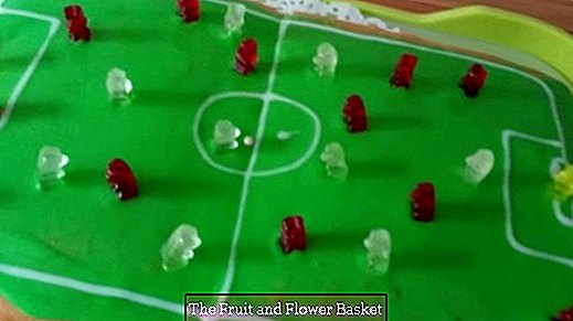 Suitable for the World Cup: football cake