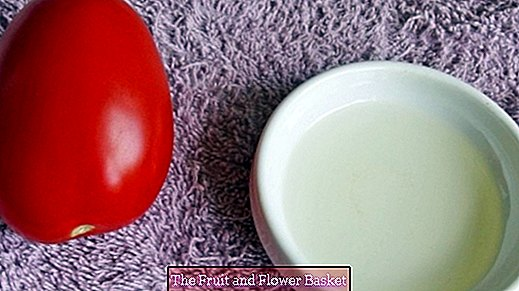 Tomato honey mask against pimples and blackheads