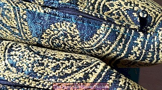 Make zipper slider invisible on the decorative cushion