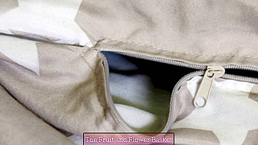 Zipper from the duvet cover broken? Sew on the Velcro tape