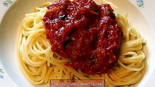 Make tomato sauces yourself with canned tomatoes