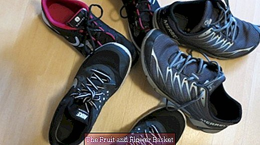 Wash program for sneakers, clean soles with a bath cleaner