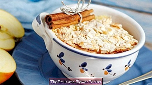 Apple porridge with meringue