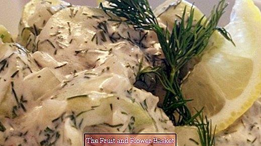 Ensalada tibia de pepino con eneldo y crema agria