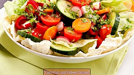 Fresh salad with roasted peppers