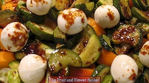 Fresh-fruity salad plate with mozzarella balls