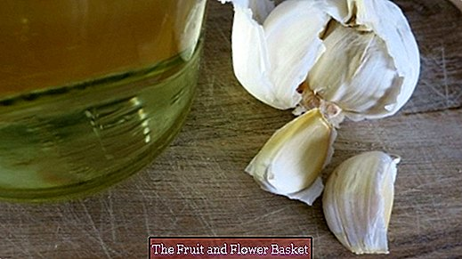 Make garlic or other flavored oil yourself