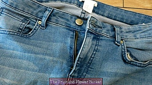 Jeans too tight after eating? The two-button system